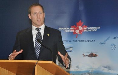 Peter MacKay (Source: Défense nationale)