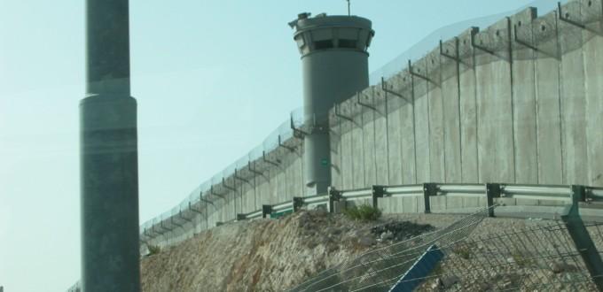 Le mur construit par Israël autour des territoires palestiniens occupés