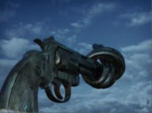 Non-violence est une sculpture réalisée par l'artiste suédois Carl Fredrik Reuterswärd à la suite de la mort de John Lennon. Le révolver noué, vu et photographié par des millions de personnes, pacifistes ou non, existe en plusieurs exemplaires, dont celui de l'édifice des Nations Unies, à New York. Nous le soumettons en guise d'inspiration en tant qu'oeuvre pacifiste.