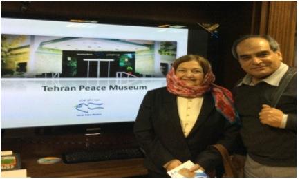 Mairead Maguire et Amir Maasoumi en visite au musée de la paix en Iran (avril 2014)