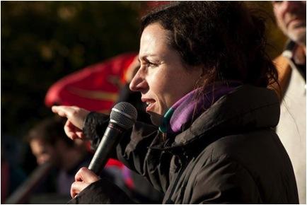 L'ex-ministre des Ressources Naturelles, Martine Ouellet, a marché avec nous et a répondu à mes questions, comme j'ai répondu aux siennes, nombreuses sur les Artistes pour la Paix qui avaient applaudi sa fermeté au gouvernement jusqu'à la fermeture de Gentilly 2.