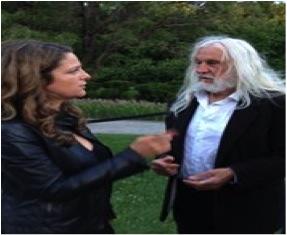 Guylaine Maroist en discussion avec Armand Vaillancourt – 5 août 2015