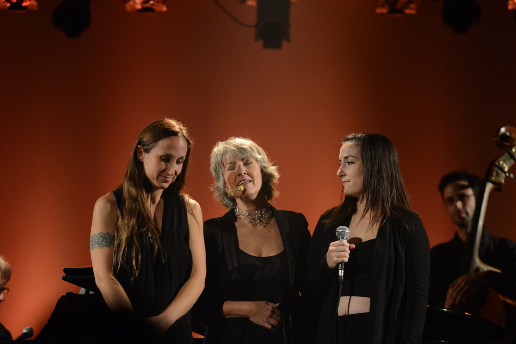 Judi Richards, Karine et Sarah-Émilie Deschamps, avec Mathieu Tarlo