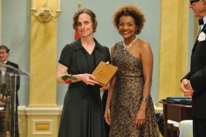 Hélène Monette recevant le Prix de la Gouverneure générale. Photo Conseil des Arts