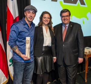 Samian, Guylaine Maroist et le maire Denis Coderre. Photo Denis Labine, Ville de Montréal