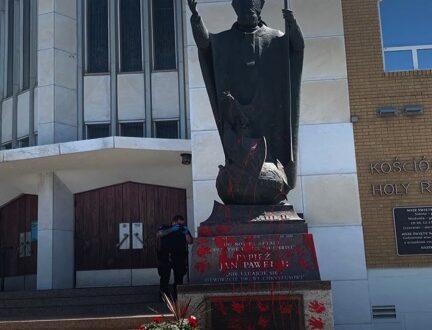statue_pape